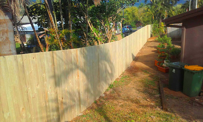timber-fencing-cairns