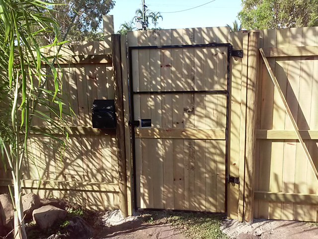 Build-timber-Gates-Cairns