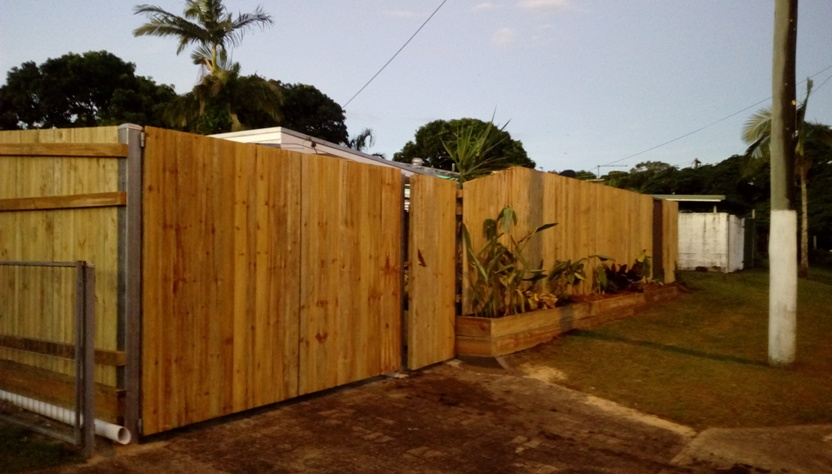 New fence building2