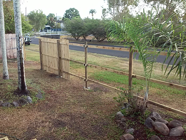 Timber-fence-builder-Cairns