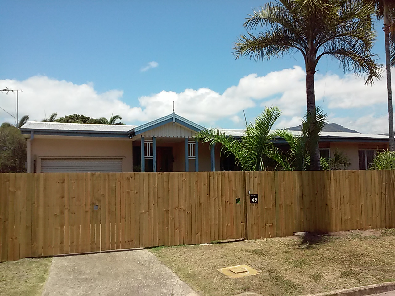 Timber fence builder Cairns